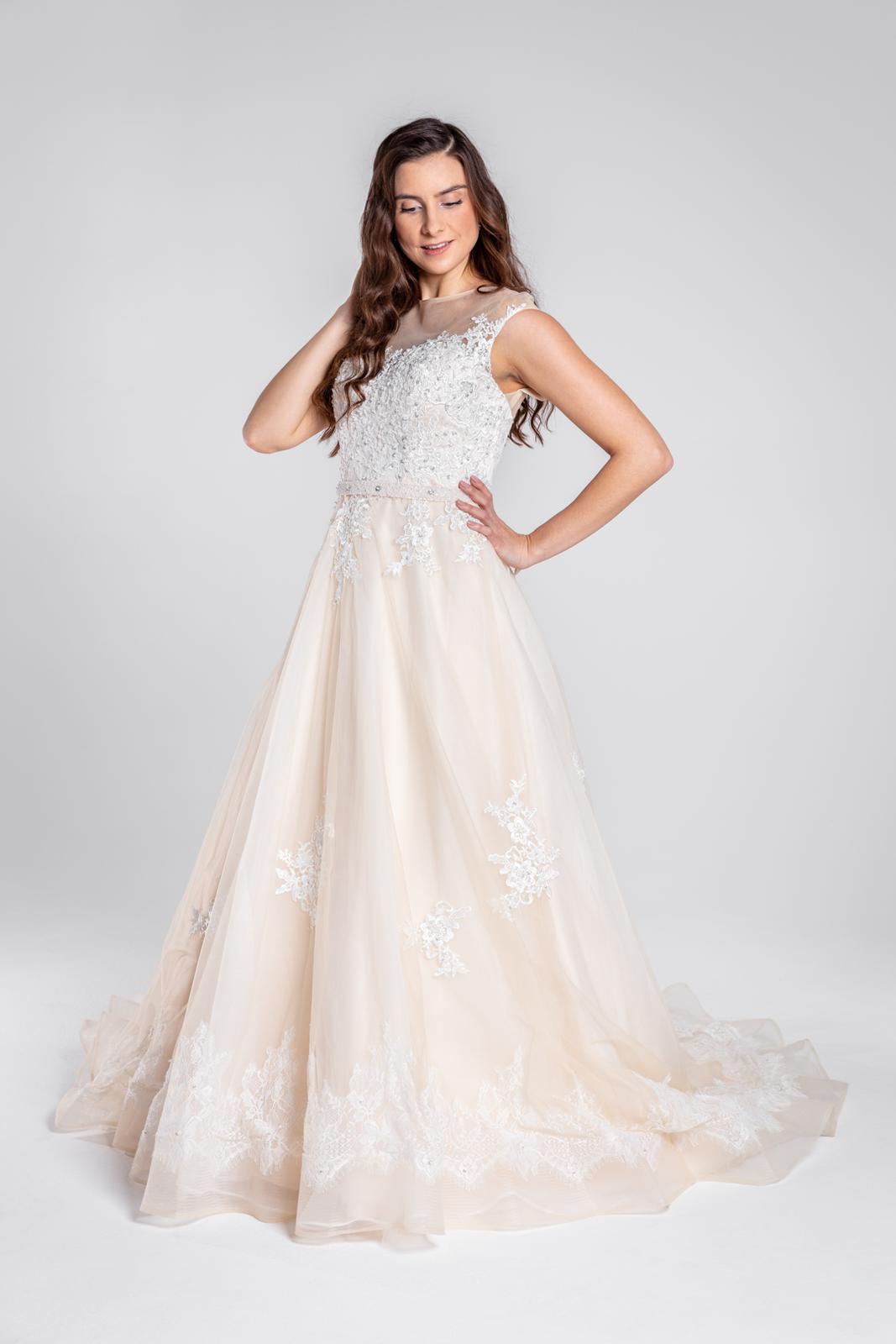 Svatební šaty s úchvatnými zády - Obrázek č. 1