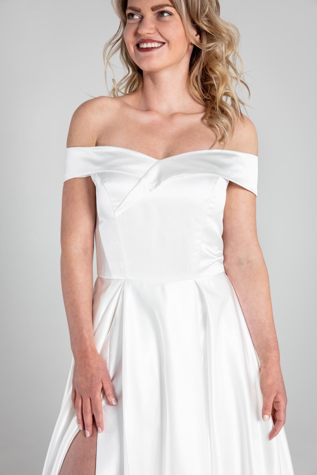Saténové sexy svatební šaty s rozparkem - Obrázek č. 1