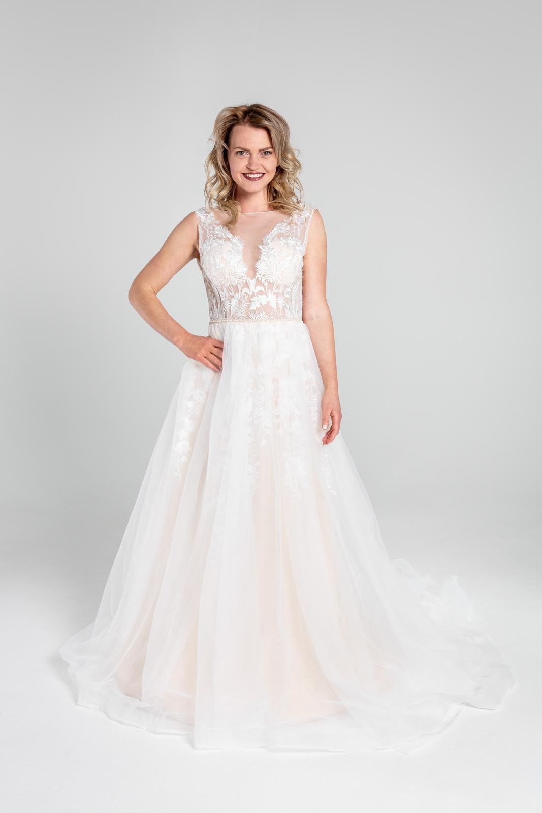 Svatební šaty v boho stylu s tylovou sukní, 36-42 - Obrázek č. 1