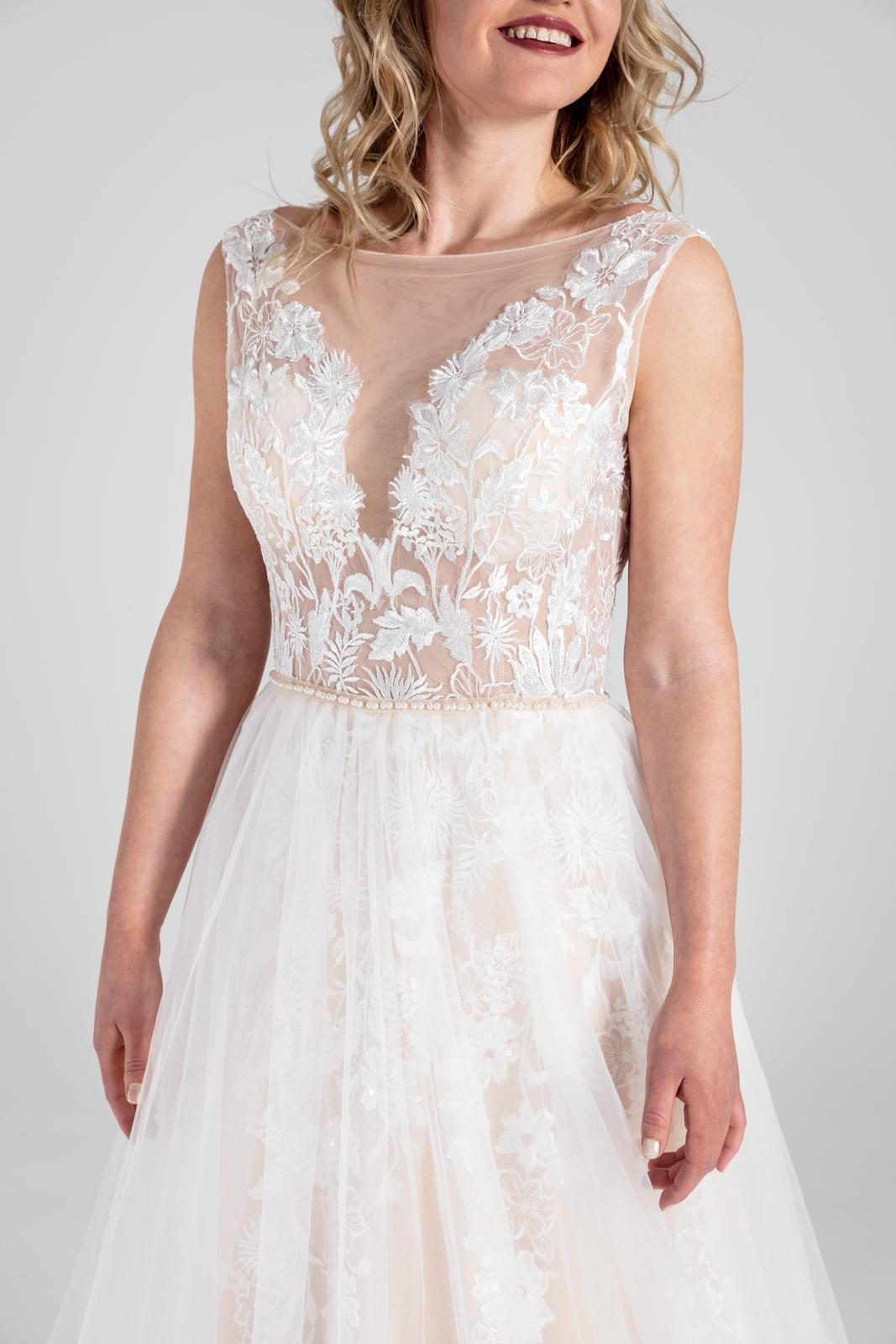 Svatební šaty v boho stylu s tylovou sukní, 36-42 - Obrázek č. 2
