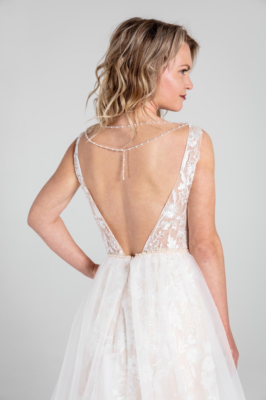 Svatební šaty v boho stylu s tylovou sukní, 36-42 - Obrázek č. 3