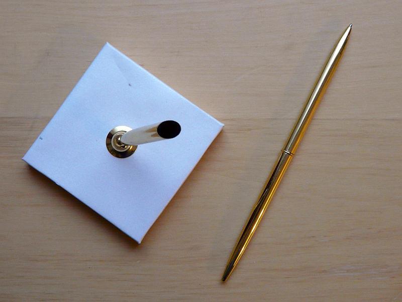 Zlaté pero na podpisy se stojánkem - Obrázek č. 3