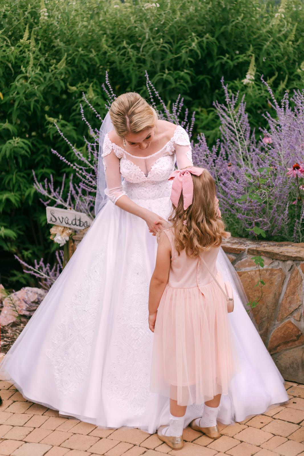 Svadobné šaty v kráľovskom štýle :) - Obrázok č. 2