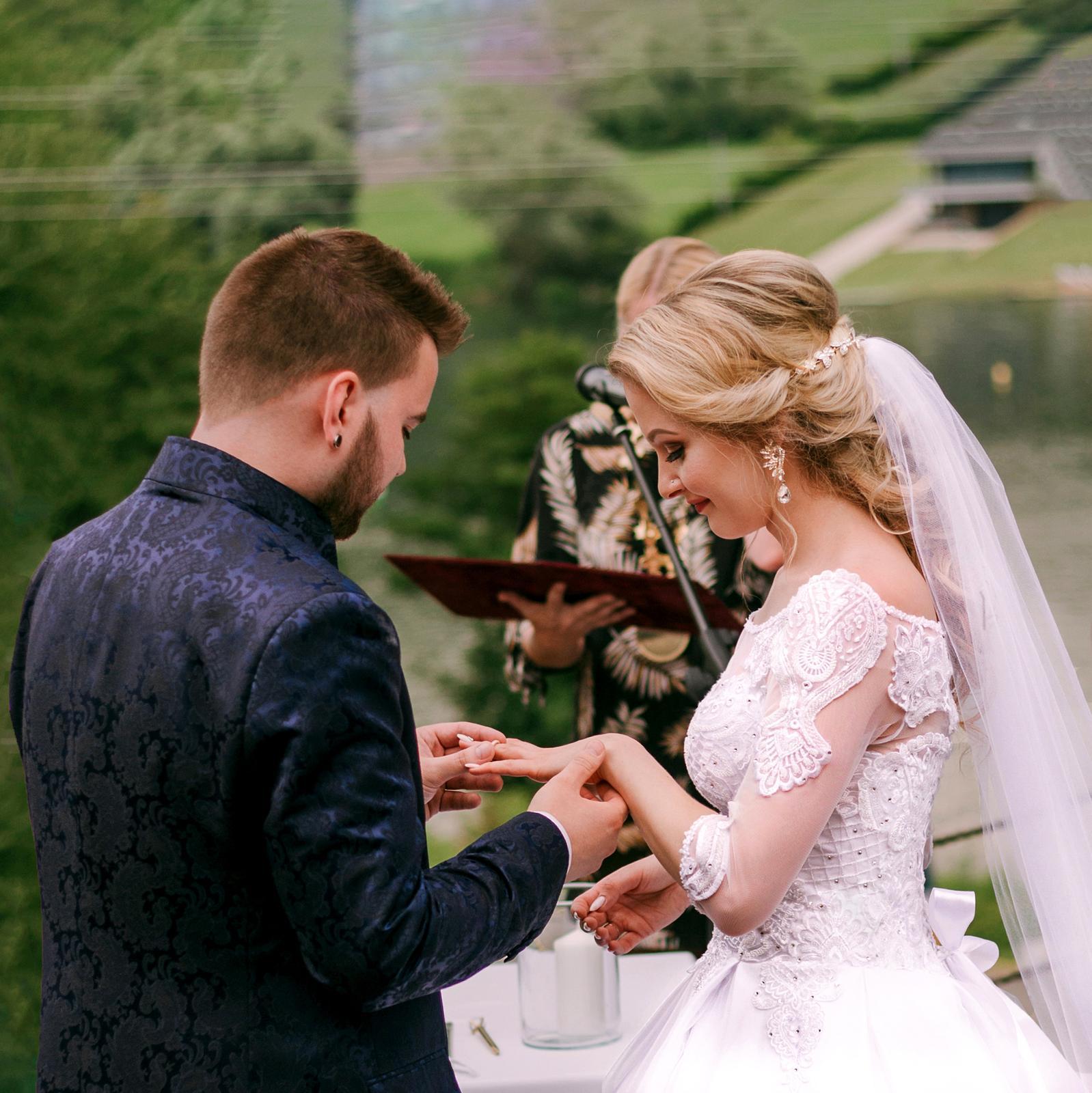 Svadobné šaty v kráľovskom štýle :) - Obrázok č. 3