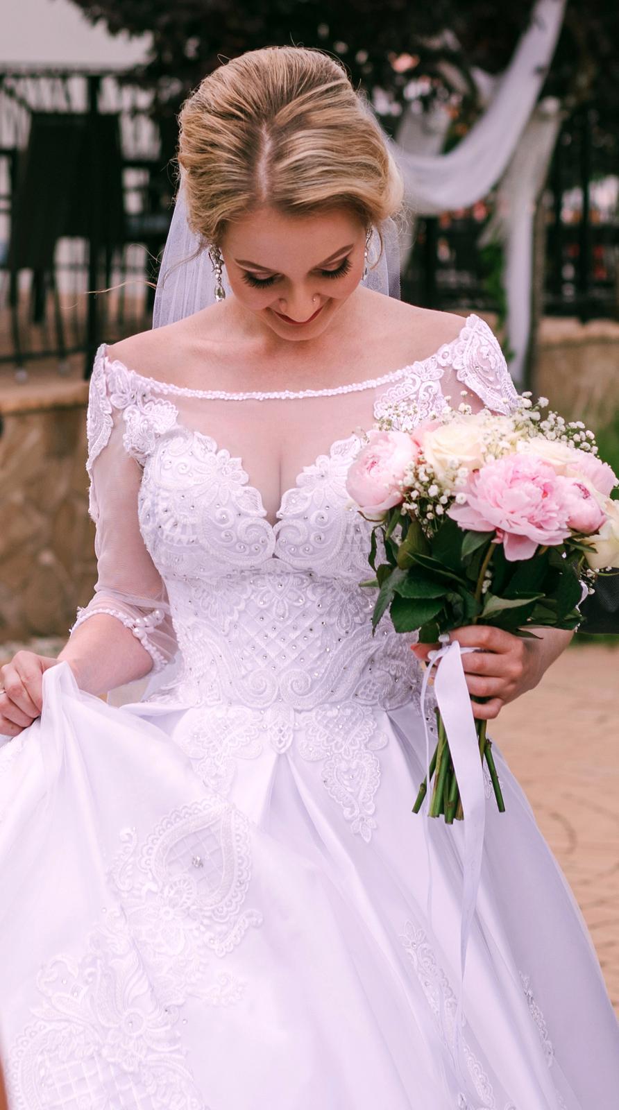 Svadobné šaty v kráľovskom štýle :) - Obrázok č. 4