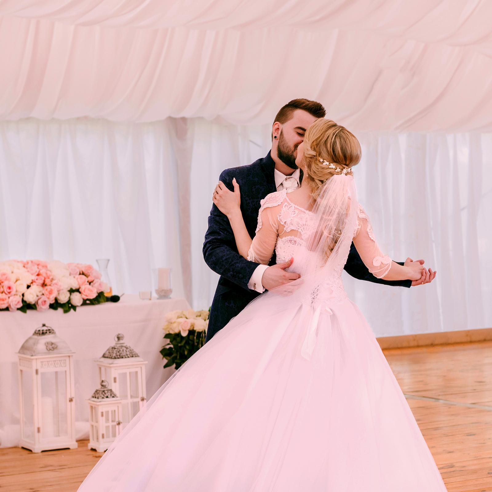 Svadobné šaty so závojom a kruhom :) - Obrázok č. 3