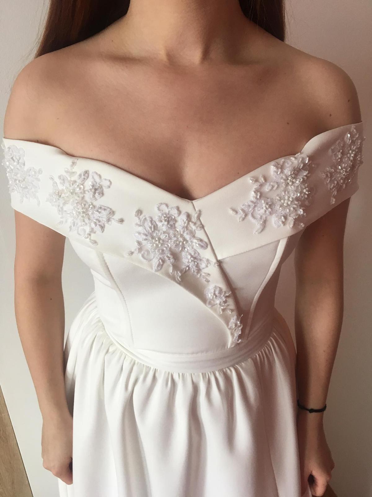 Biele popolnočné šaty - Obrázok č. 1