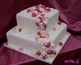 i tento je zajímavý, ale přece jen jsou mi bližší dorty kulatějších tvarů:-)