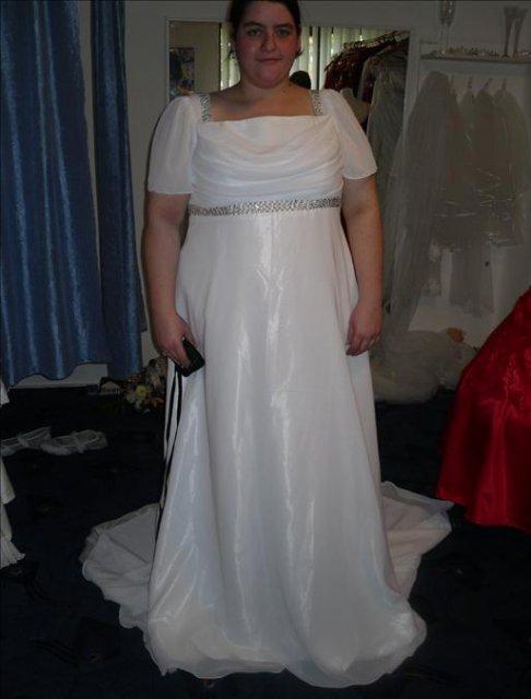 Môj sen - toto sú moje šaty, len ich nemám úplne zapnuté a sú nevyžehlené, ale krajšie ako som snívala, zo salónu Lili v Hurbanove