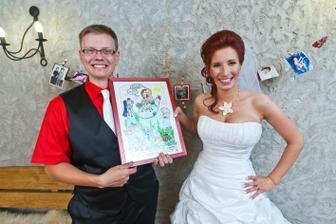 Svatební dar, naše karikatury i s čivavama, koly, batůžky, foťákem, to jsme prostě MY.