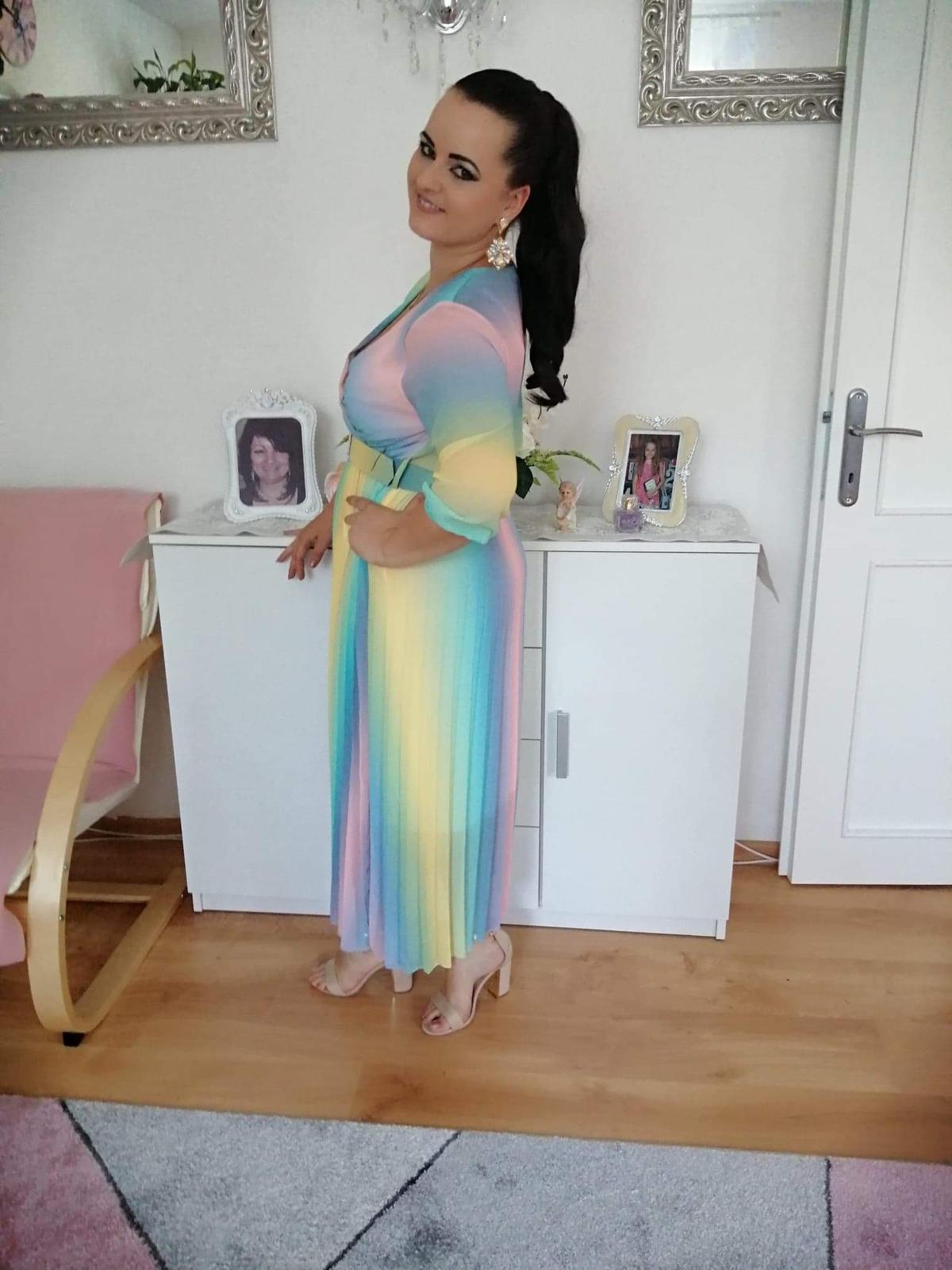 Duhové ľahké šaty - Obrázok č. 1