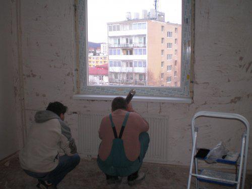 Takto to prebieha u nas - Dosť bolo rozbíjania:)))) Už sa vymieňaju plastové okná