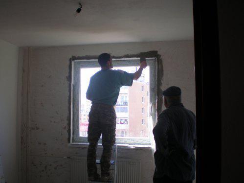 Takto to prebieha u nas - ešte okolo okien špalety a je to!!!