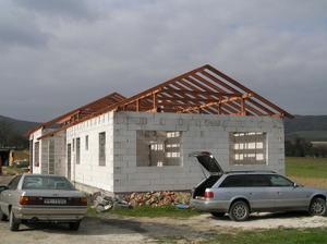krov je hotovy aj na velkej streche