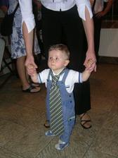nejmladší tanečník,vydržel do konce!:o) prý to bylo moc fajn! ;o) ..a to je konec