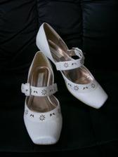 Změna - nové botičky na svatbu. Líbí se mi víc než ty původní a jsou pohodlnější