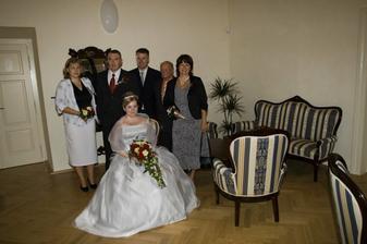 Pred obradem v salonku, s rodicema a svedky