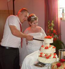 Krajeni dortu jsme zvladli a byl vynikajici