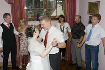 Prvni novomanzelsky tanec