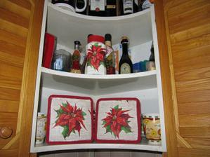 polička v kuchyni