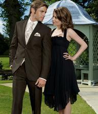 Tmavohnedý oblek pre ženícha...