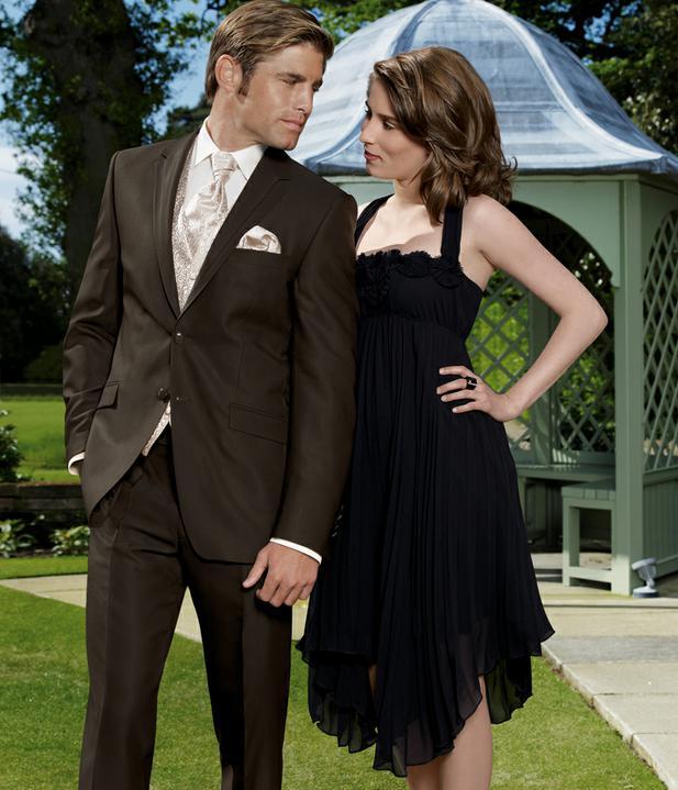 Prípravy - Tmavohnedý oblek pre ženícha...