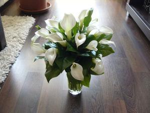 Svadobná kytica na nečisto... Veľmi sa nepodarila, zmením kvetinárku :/
