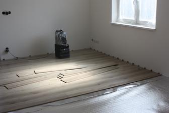 podlaha obývačka/chodba/spálňa