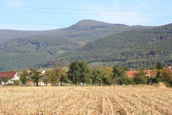 "takýto výhľad máme na pohorie Vtáčnik a za domom ""si pestujeme"" kukuricu :)"