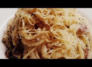 Počeštěné špagety carbonara aneb co lednice dala