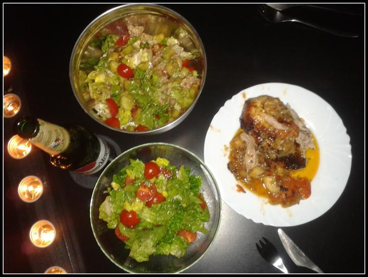 V kuchyni? - Kuřátko pečené na celeru, cibulce a mrkvi s dvěma druhy salátů...