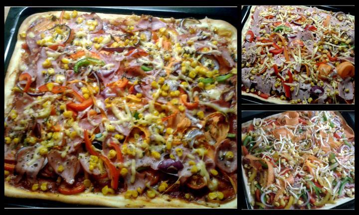 """V kuchyni? - Další z cyklu """"Jaro voláme Tě"""", tentokrát domácí pizza, jedna šunková, druhá salámová a spousta zeleniny.."""