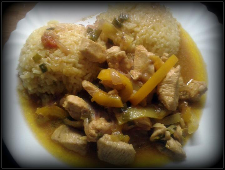 """V kuchyni? - kuřecí čína se spoustou zeleninky """"Jaro voláme Tě!"""" a curry rýže..."""