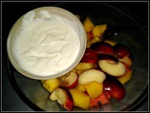 Ovoce a řecký jogurt z medem