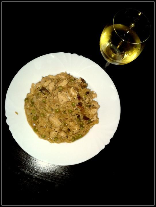V kuchyni? - Houbové risotto na víně tymiánu, podáváno se sklenkou vína.. :-)