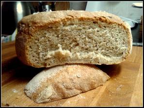 chleba z polotovaru, ale účel splnil, zjistila jsem, jestli by vůbec něco takového šlo v naší troubě upéct..... a celkem snad i jo... ;-)