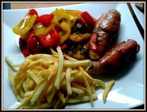 Kuřecí v šunce, pečená zelenina, hrancle..