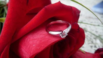 moj zasnubny prstienok....prekrasnucky :)