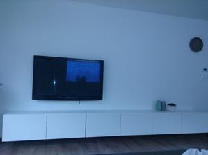 Ešte chýbajú doplnky, drevená doska za TV a policky