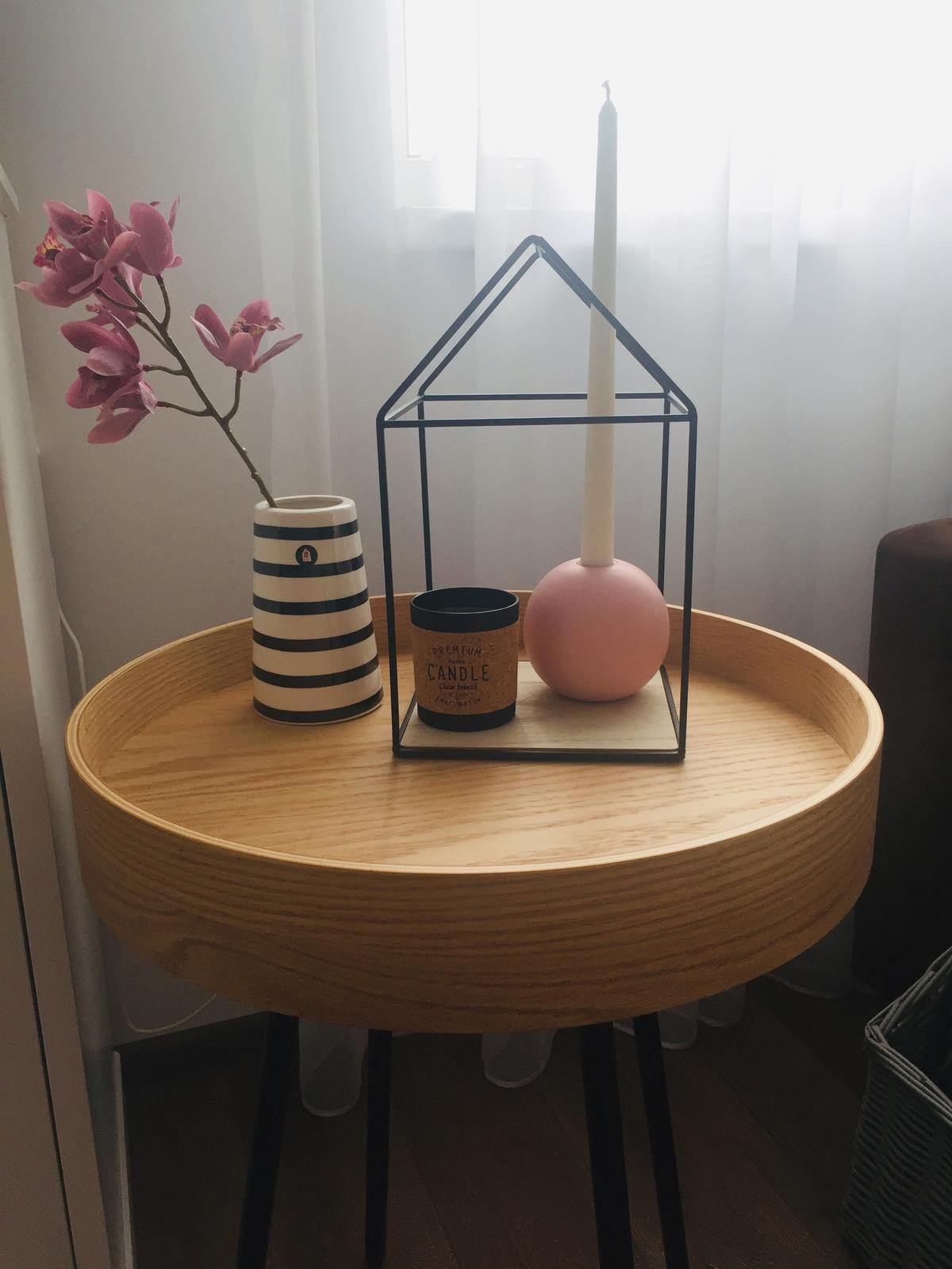 S Haus - Stolík a dekorky