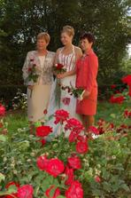 Foto s maminkou a svokrou, moja podoba sa nezaprie:-))