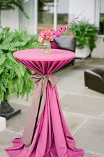 Nevím nevím, kde by takové stoly mohly v místech, kde zřejmě jednou bude naše svatba, být, ale vypadá moc hezky!