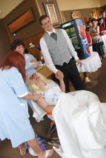 Manžel asistoval u porodu