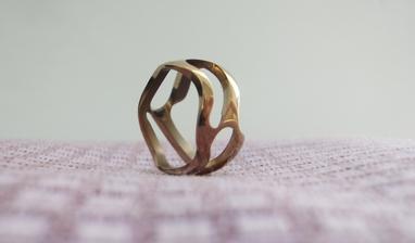 Ručně-přítelem-vyráběný zásnubní prstýnek