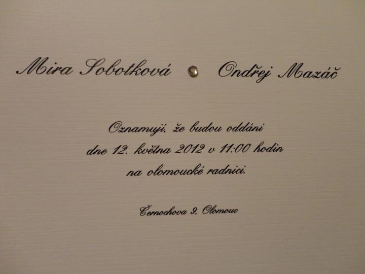 Finální verze oznámení - Strukturovaný papír, hezké písmo a kamínek... Velmi jemné, krásné, romantické...Musím se sama pochválit! Povedlo se!!!:-)