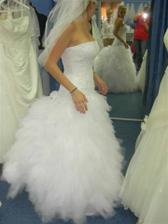 krásné šaty, ale hrozně těžké a nedá se upravit velikost pokud člověk do svatby zhubne či ztloustne