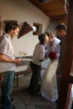 Přivítání před hostinou