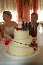 Náš dortík a na něm naše věrné podobenky...