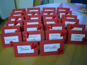Celá svatba bude červeno - bílá. Takže i jmenovky k svatebnímu obědu budou v barvách... Vlastní výroba