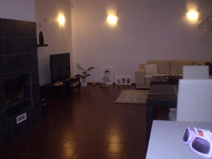 Domov sladký domov..... - akej farby by ste dali tapetu na protilahlu stenu hnedu či sivu?